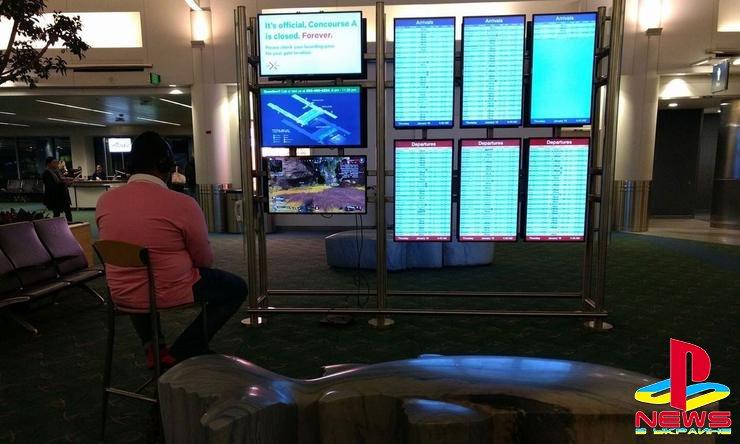 Хакер максимального уровня – человек «взломал» монитор в аэропорту, чтобы поиграть на PlayStation 4